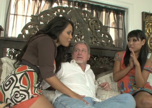 Jessica Bangkok and Yuki Mori suck one steadfast detect of a scalding venerable chap