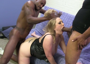 Chubby blonde hoe Vicky On God's green earth banged in 3soome with two black dudes