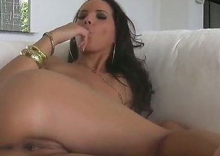 Angel Darksome goes solo for livecam