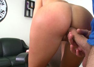 Non-professional with an amazing booty is getting slapped and penetrated
