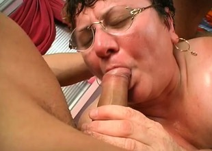Fat matured slut Cathy gets team a few fools banging away at her aged cunt