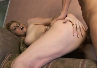 Genial flesh-peddler is as a service to hard dick for her juicy fur pie
