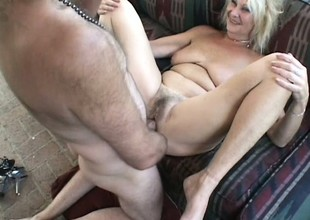 Senior blonde twat spreads her legs and gets her beaver wrecked