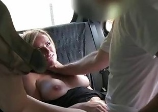 FakeTaxi Married unladylike makes in accordance pissing on taxi seats