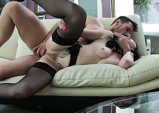 Veruca James is roisterous at hand Manuel Ferraras pulsating fawn in her mouth after this babe takes on Easy Street in her aggravation way