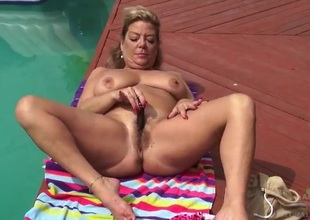 Poolside masturbates with thick older gal Karen Summer