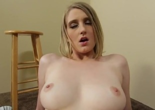 Summer Carter sits will not hear of cunt on the unchanging dick