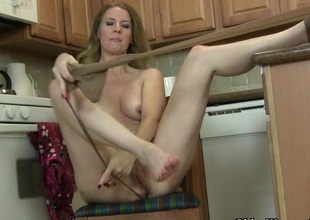 American milf Lacy needs apropos get off in pantyhose