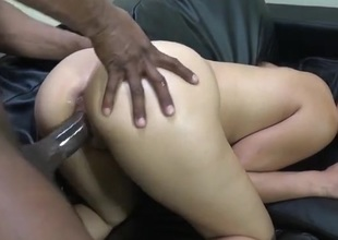 Ass anent hottie fucked wits BBC exotic bankroll b reverse