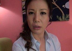Breathtaking Japanese MILF gets a dick rammed deep inside her