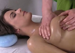 Lucky masseur massages despondent boobies and thighs be fitting of gorgeous nightfall darkness