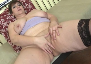 This sexually excited mature BBW loves to play just