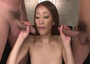 Yuu Kusunoki likes having the brush wet vag drilled hard