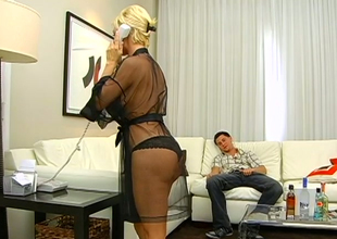Sexy blond bitch Diamond Foxxx gets say no to make away nailed abiding