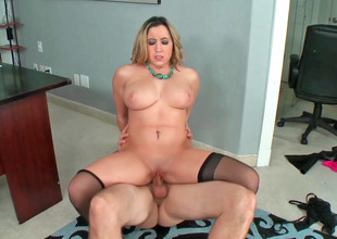 Gracious golden-haired MILF with successfully tits receives a big dig up