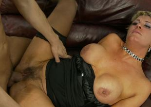 Unshaved mom Chloe Wilder and a young dick acquire it on