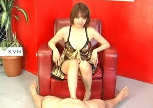Reimi Fujikura feels humongous with her pussy pumped