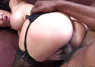 Gorgeous Jasmine Jae wraps her lips round this huge ramrod