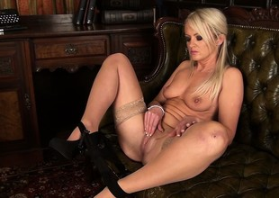 Overconfident owner of a perfect ass and lovely tits, the cougar has a excitement for masturbation
