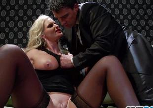 Sexy butt blonde babe cum guzzler Phoenix Marie fucked deep off out of one's mind heavy cock