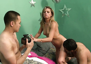 Amanda Thoroughly gets gratification with guys boner in her charming mouth