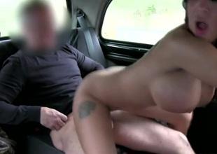 Big cock cab driver fucks a shadowy bimbo doxy