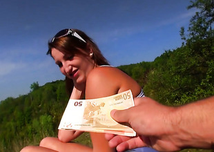 Blow job wide of Tess in the outdoor