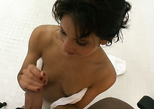 Impenetrable Billi Ann plays with hard meat obstacle