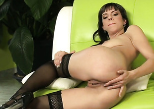 Mellie receives the pleasure from pussy dildoing