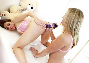 Kiera King and Chastity Lynn spend time having lesbian mating