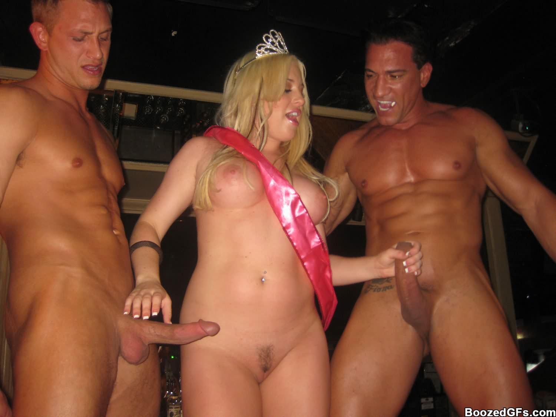 Эротика в клубе частное порно
